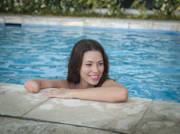 Young-woman-in-swimming-pool