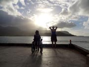 Two-friends-at-sunset-in-Hawaii-