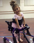 Young-girl-in-an-adaptive-ballet-lesson